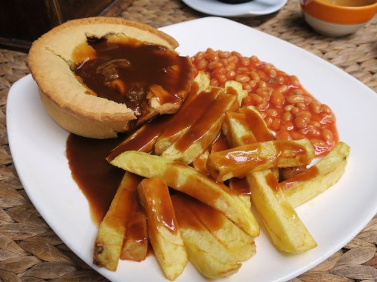 3 Mangos: Steak and Guinness pie with chips and gravy