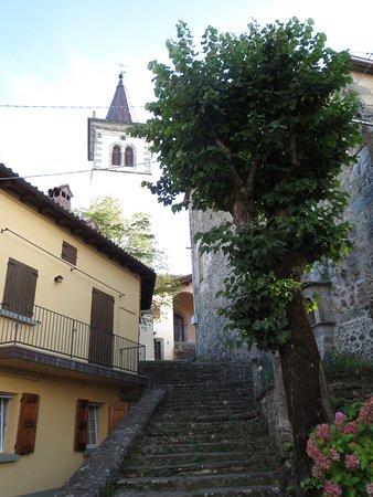 Porretta Terme, Italie : Castelluccio borgo antico - chiesa e campanile