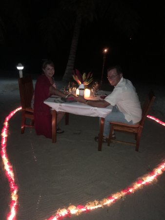 Laru Beya Resort & Villas: Our Private beach dinner!