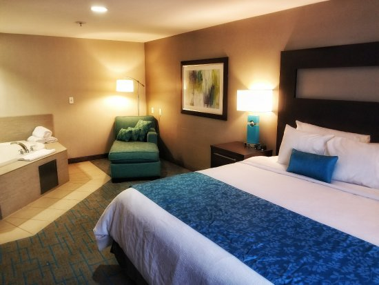 Maplewood Suites Extended Stay - Syracuse/Airport: Jacuzzi Suite - Only 2 available. Must call direct to book.
