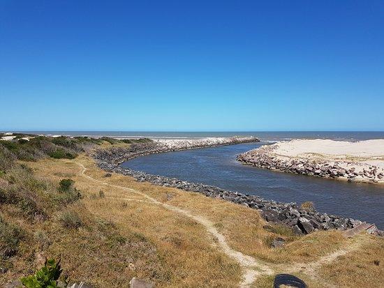 Barra Do Chui Beach: deságue do rio