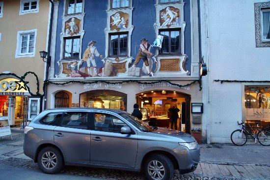 Zum Alten Rathaus: Фасад расписан фресками