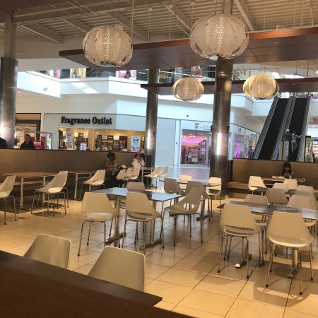 Fashion Outlets Rosemont Food Court