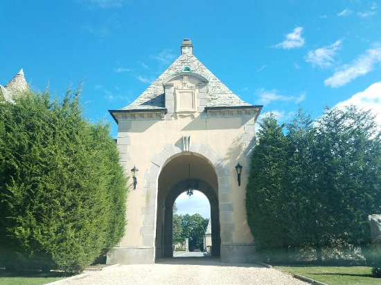 Oheka Castle Mansion Tours: Oheka Castle Entrance