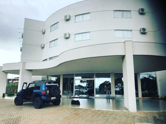 Mineiros, GO: a frente do hotel