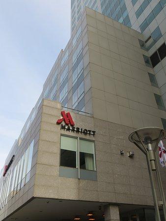 New York Marriott at the Brooklyn Bridge: Vue extérieur de l'hôtel