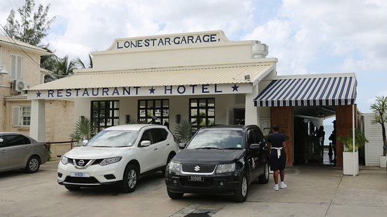 Lone Star Restaurant: Entry - it gets bigger as you enter !