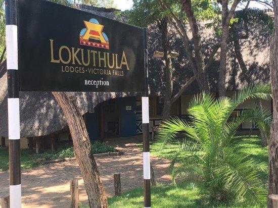Lokuthula Lodges: Hotel main desk.