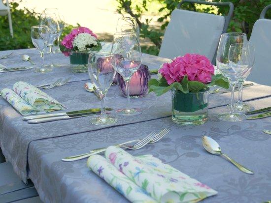 Amtzell, เยอรมนี: gedeckter Tisch, Gartenterrasse