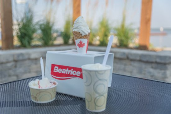 Hecla Island, Canadá: Ice cream on the sunset patio