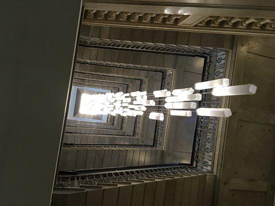 Spledide Lustre De La Cage D Escalier Photo De Excelsior