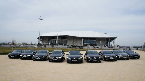 SARL Lyon EasyWay: All vehicles in our car pool come from premium sector of high-class car manufactures