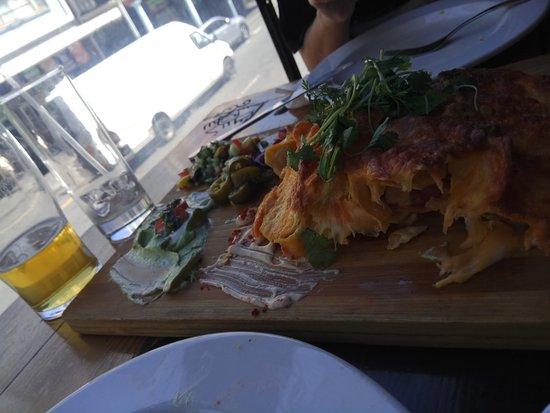 Mexican on Long: nachos deliciosos
