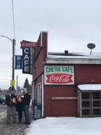 Chetek, Висконсин: Family brunch. 8 at the table.