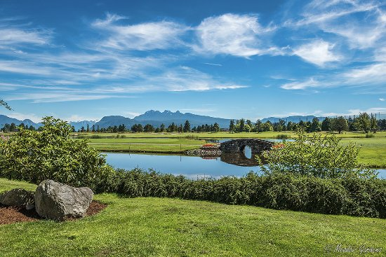 Pitt Meadows, Canada: View of the Golden Ears from the 18th Hole