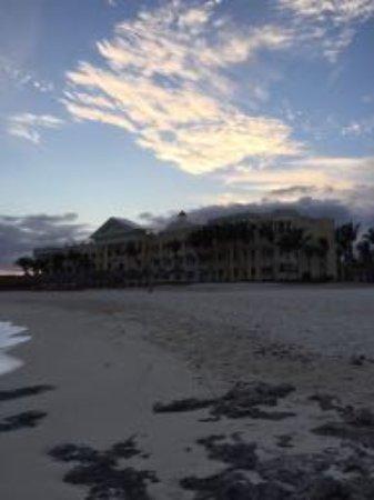 Iberostar Grand Hotel Paraiso: The far building of the beachfront rooms