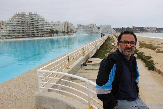 San Alfonso del Mar: Demasiado frió para bañarse, vista de la piscina