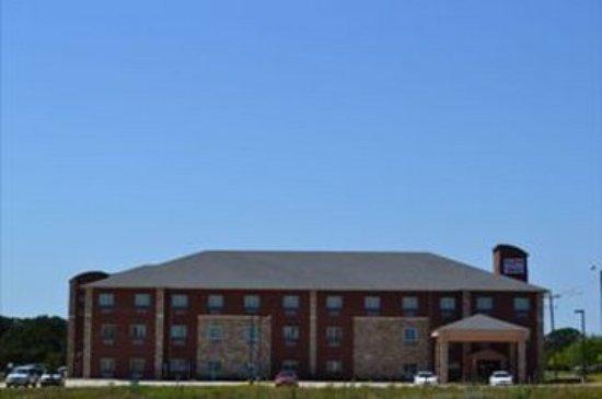 Red River Inn & Suites: Exterior