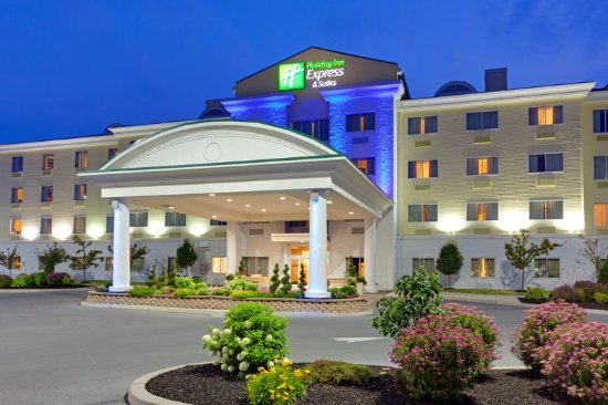 Holiday Inn Express Hotel & Suites Watertown-Thousand Islands: Exterior