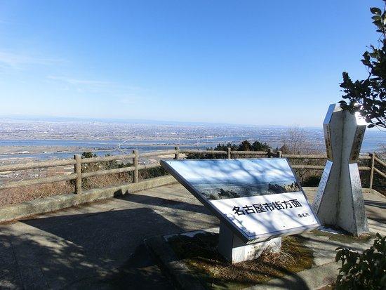 Kuwana, Japan: 山頂からは尾張平野を見下ろせる