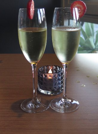 Mesa by Casellas: Complimentary Champagne!~