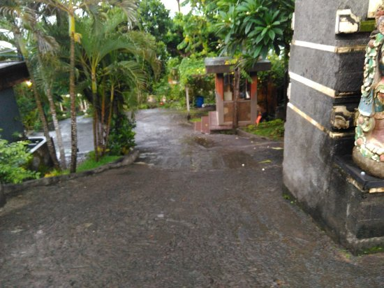 View down the driveway slope to the Hotel  Very steep be careful