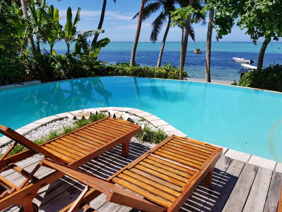 Matanivusi Surf Resort: Resort pool/view deck
