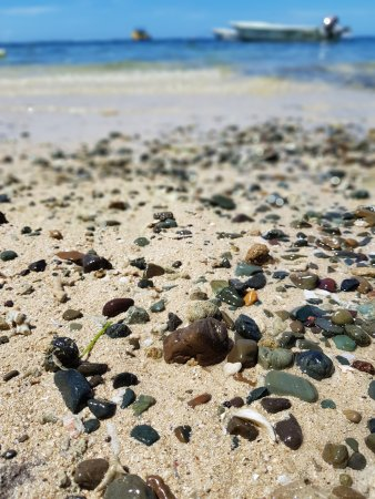 Matanivusi Surf Resort: beach out the front (hermit crabs galore!)