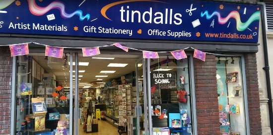 Ньюмаркет, UK: Front of the Newmarket branch of Tindalls