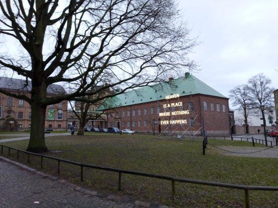 Lund, Sweden: Рядом с собором.