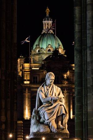 Tours of Edinburgh: Sir Walter Scott and Maida, Scott Monument, Princes Street, Edinburgh