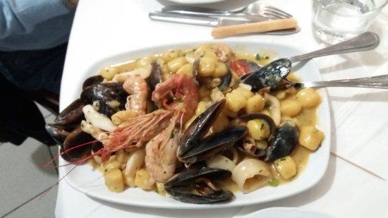 Terzo, İtalya: Gnocchi ai frutti di mare