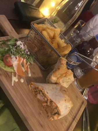 Coopers Bar & Restaurant: Chicken wrap, wedges, side salad, Blue Moon beer