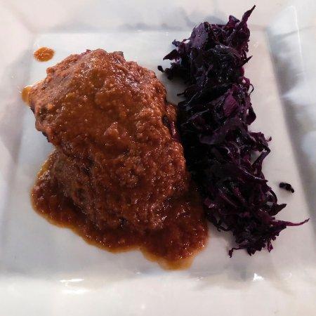 Mavi : Capocollo di maiale BBQ con verza viola agrodolce
