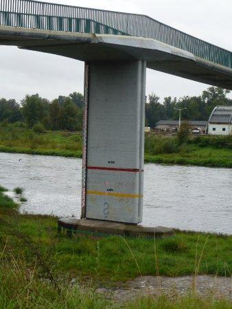 Zámek Troja: Отметки уровня Влтавы при наводнениях в разные года