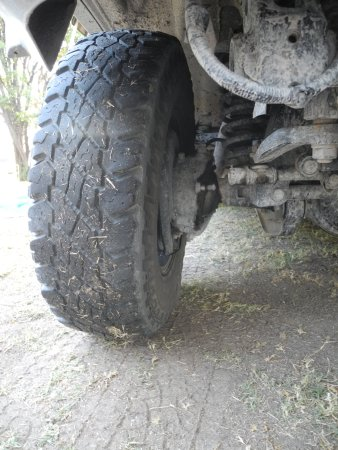 Alberton, Sudáfrica: Front wheel about to fall off