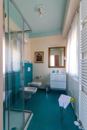 Sala Da Bagno Con Doccia A Soffione Picture Of Hotel Villa