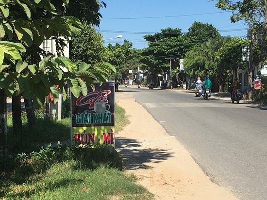 Dien Ban, Vietnam: このコーヒーショップの看板が目印