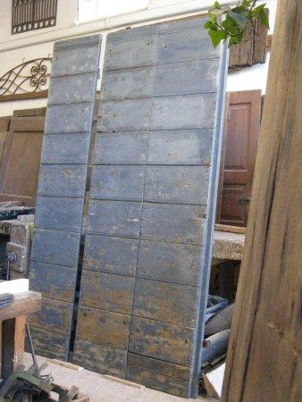 PortAntica: Portone antico stile Delabrè restaurato, per arredamento interni moderni
