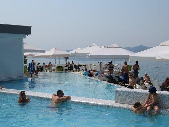 Falkensteiner Family Hotel Diadora : double piscine sur mer