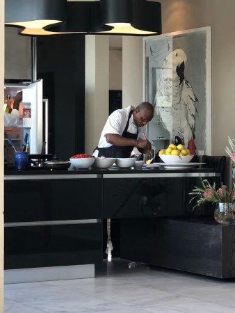 MannaBay: Chef preparing breakfast