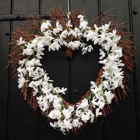Kirtlington, UK: StValentinesDoorWreath_TheOxfordArms