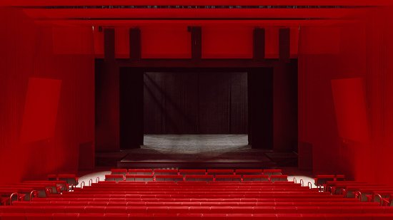 Guthrie Theater: The 700-seat McGuire Proscenium Stage. Photo by Roland Halbe.
