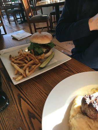 Newcastle Publick House: Burger was excellent