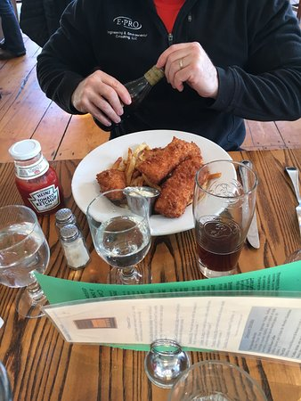 Newcastle Publick House: Fish and chips were excellent, just the right amount!