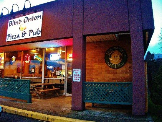 Blind Onion Pizza & Pub : end of building