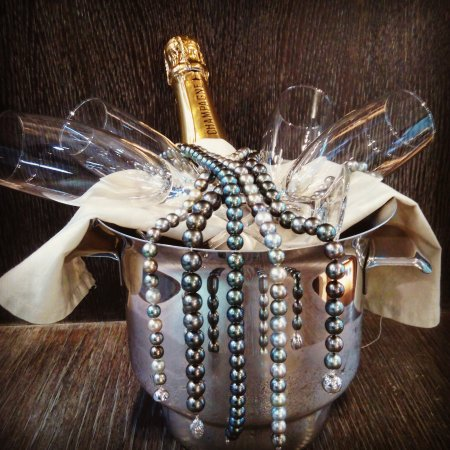 Andorra la Vella, Andorra: Champagne et perles de Tahiti pour 2018