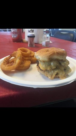Chapmansboro, TN: Cheeseburger and onion rings