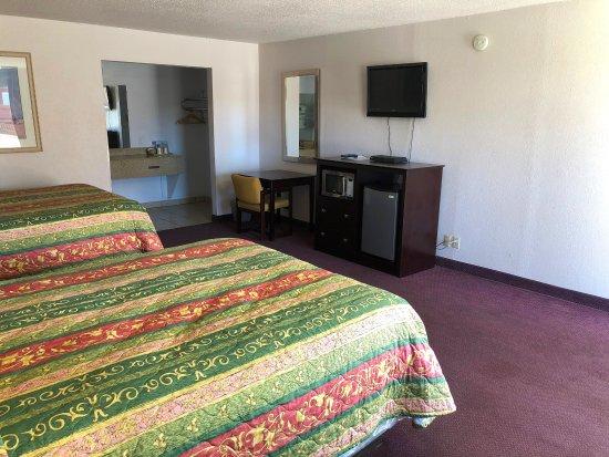 Alpine, TX: Two Queen Beds