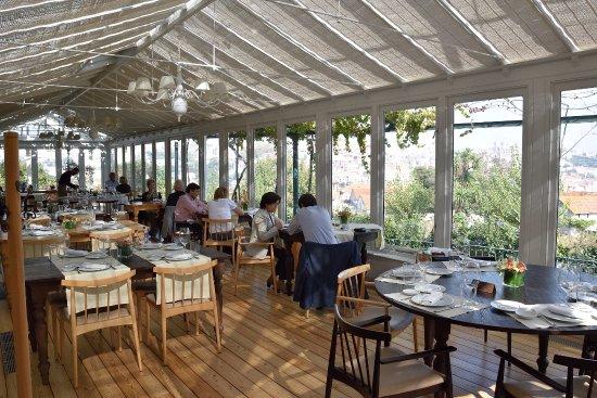 VINUM Restaurant & Wine Bar: Comedor en terraza cubierta, con vistas